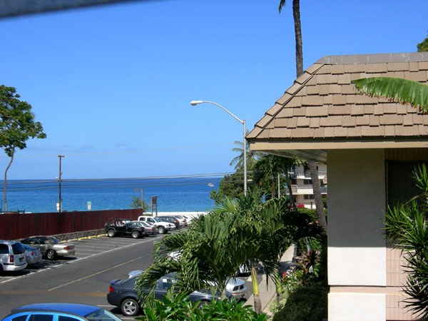 Only two minutes walk to the beach from Behr's Escape Maui Condo